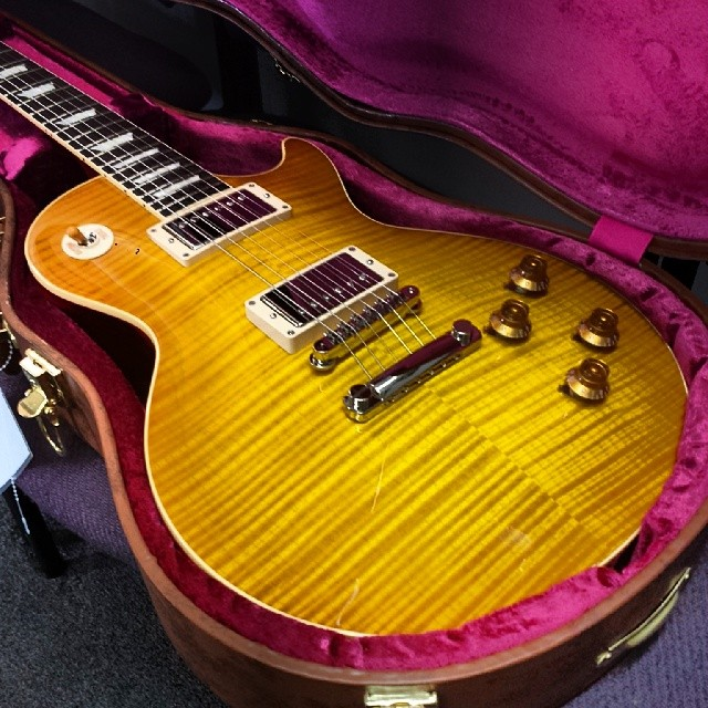 No filter needed on this MONSTER Gibson Les Paul R9 we just got in. That flame is leaving all of us at the shop in complete awe... #gibson #lespaul #r9 #flame #flametop #tone #tonefordays #guitar #electricguitar #music #gear #geartalk #gearwire #gearnerds